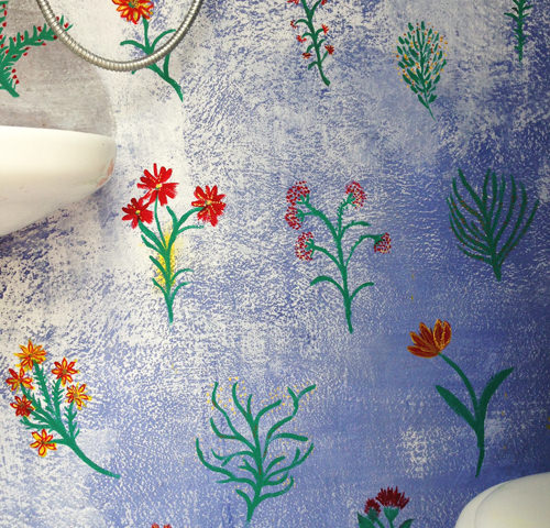painting a wall with flowers !